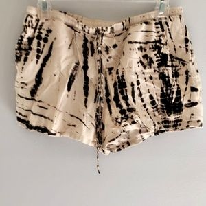 Shorts - Casual & Patterned - Black & Beige